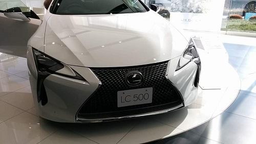 展示車両のLC500